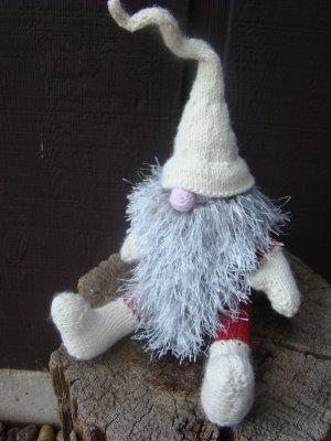 knitted gnome by Alan Dart? pattern request