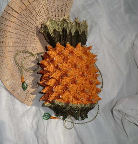 Knit your own pineapple